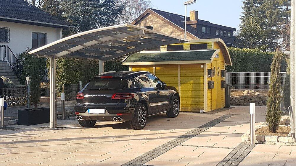 Carport mit Porsche Auto