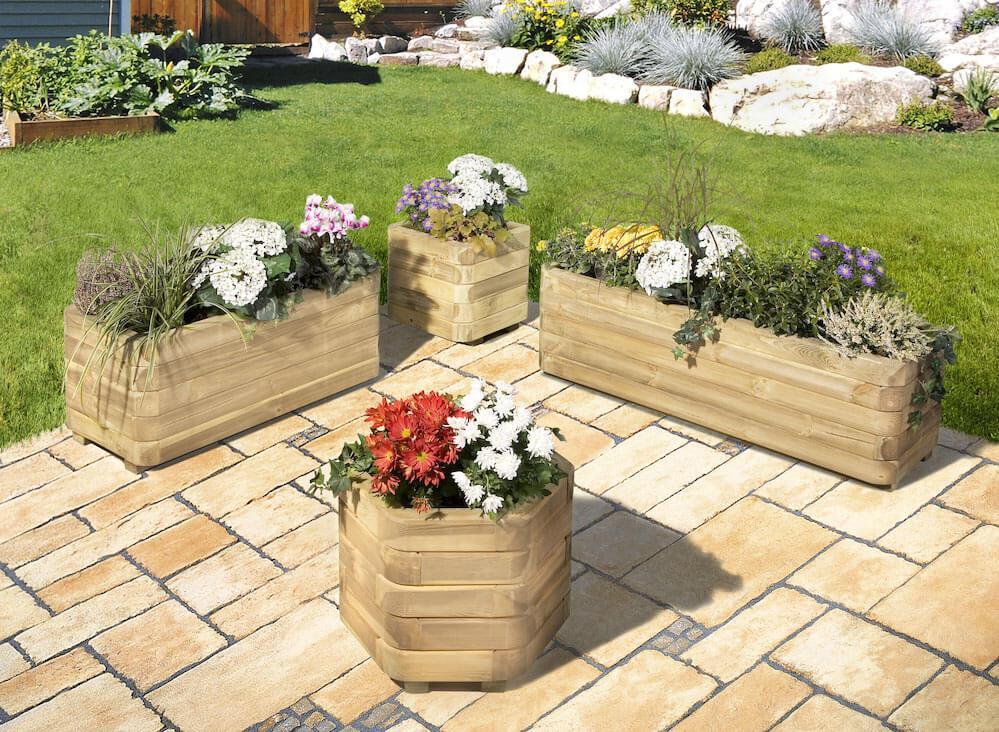 Blumenkästen für den Garten aus Holz