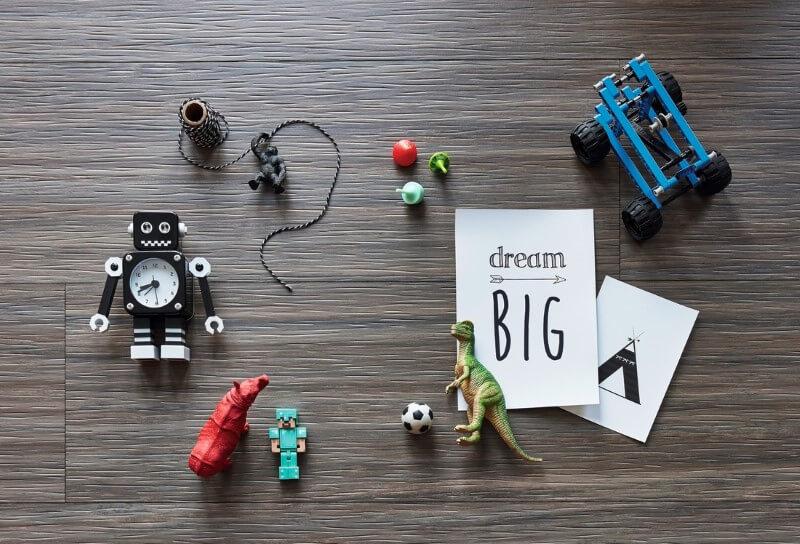 Linoleum Boden braun strukturiert mit Spielsachen
