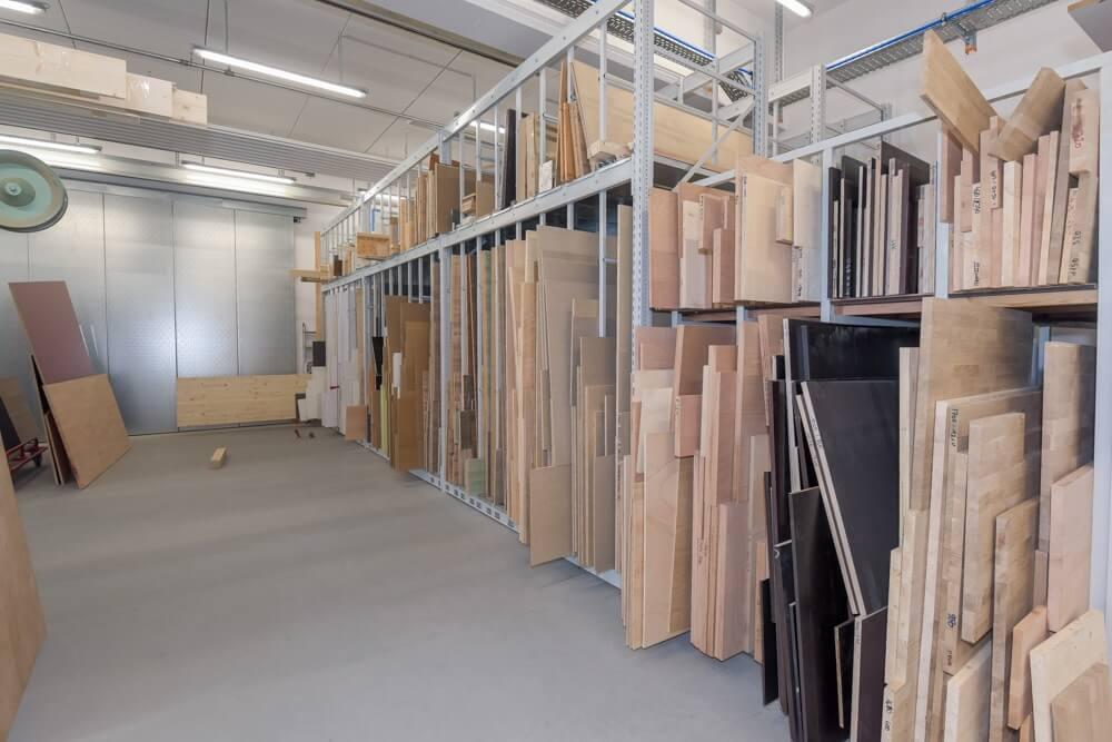 Große Schreinerei mit einer riesen Auswahl an verschiedener Holzwerkstoffen, Leimholz, Span- und Siebdruckplatten