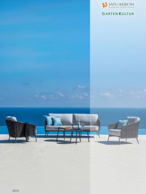 bequeme Gartenmöbel mit Blick auf das Meer